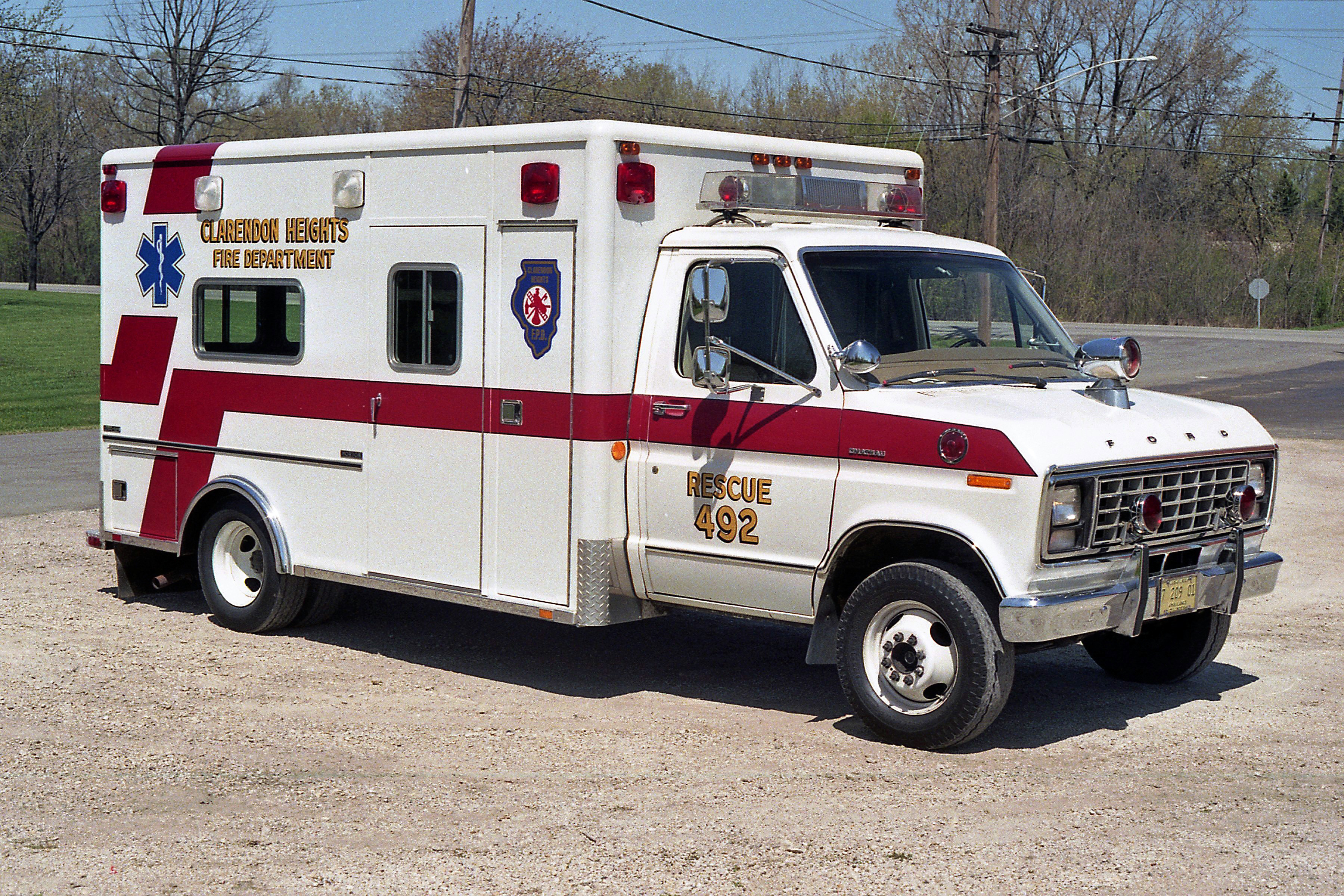 CLARENDON HEIGHTS AMBULANCE 492 1981 FORD E350 - HORTON PASSENGER SIDE