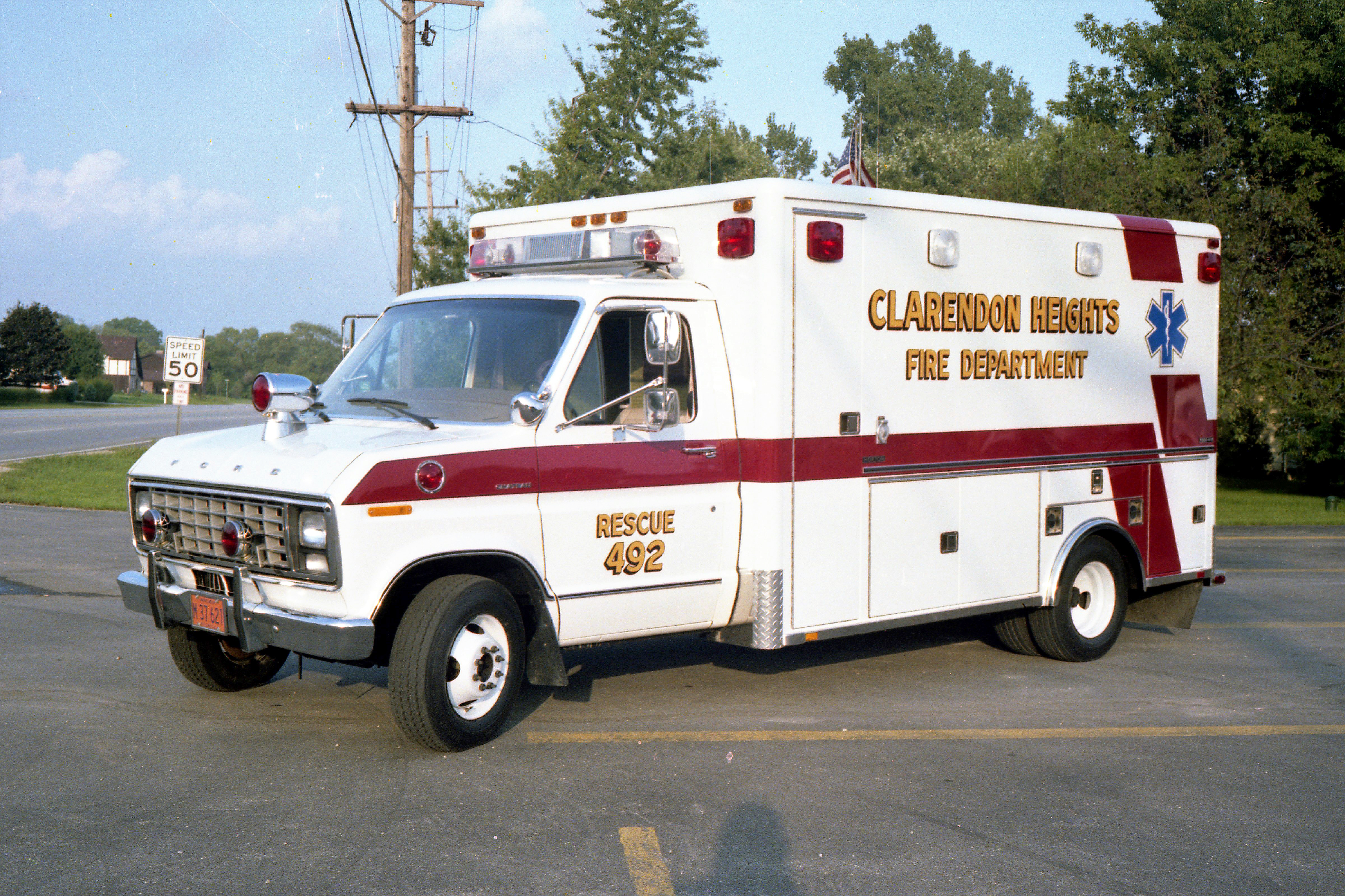 CLARENDON HEIGHTS AMBULANCE 492 1981 FORD E350 - HORTON