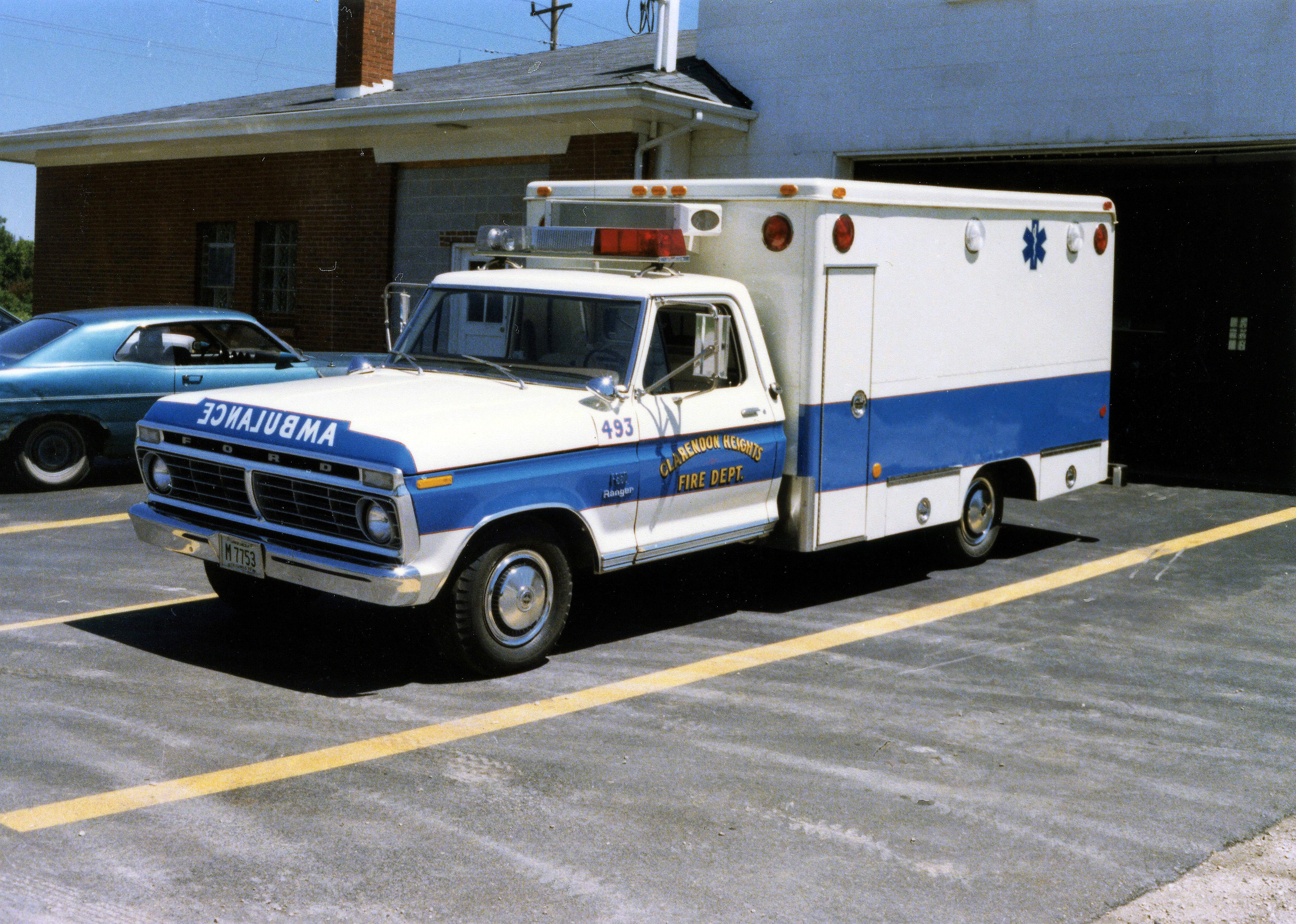 CLARENDON HEIGHTS FPD AMBULANCE 493