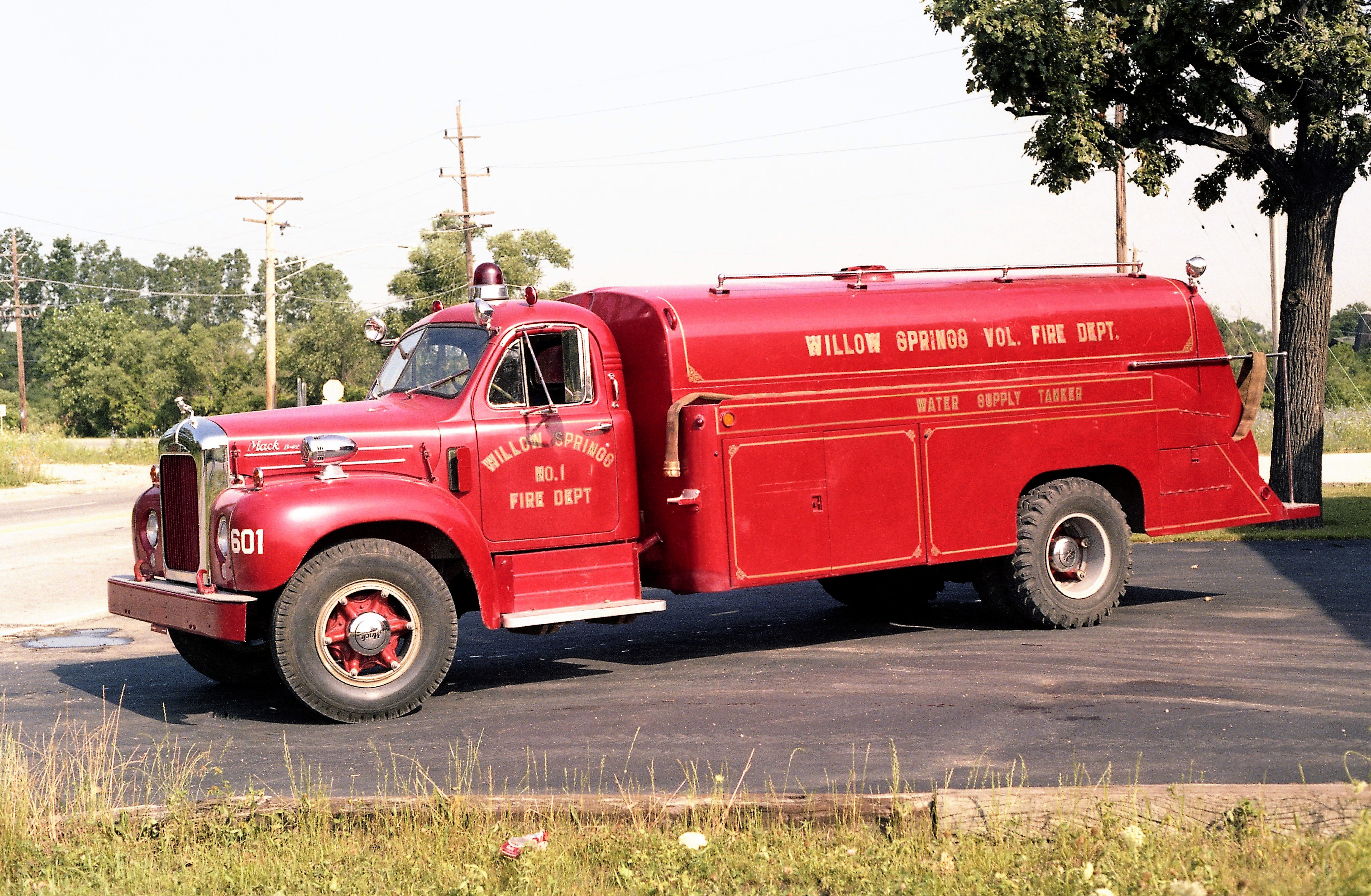 WILLOW SPRINGS TANKER 601 1956 MACK B - HEIL 150-1800