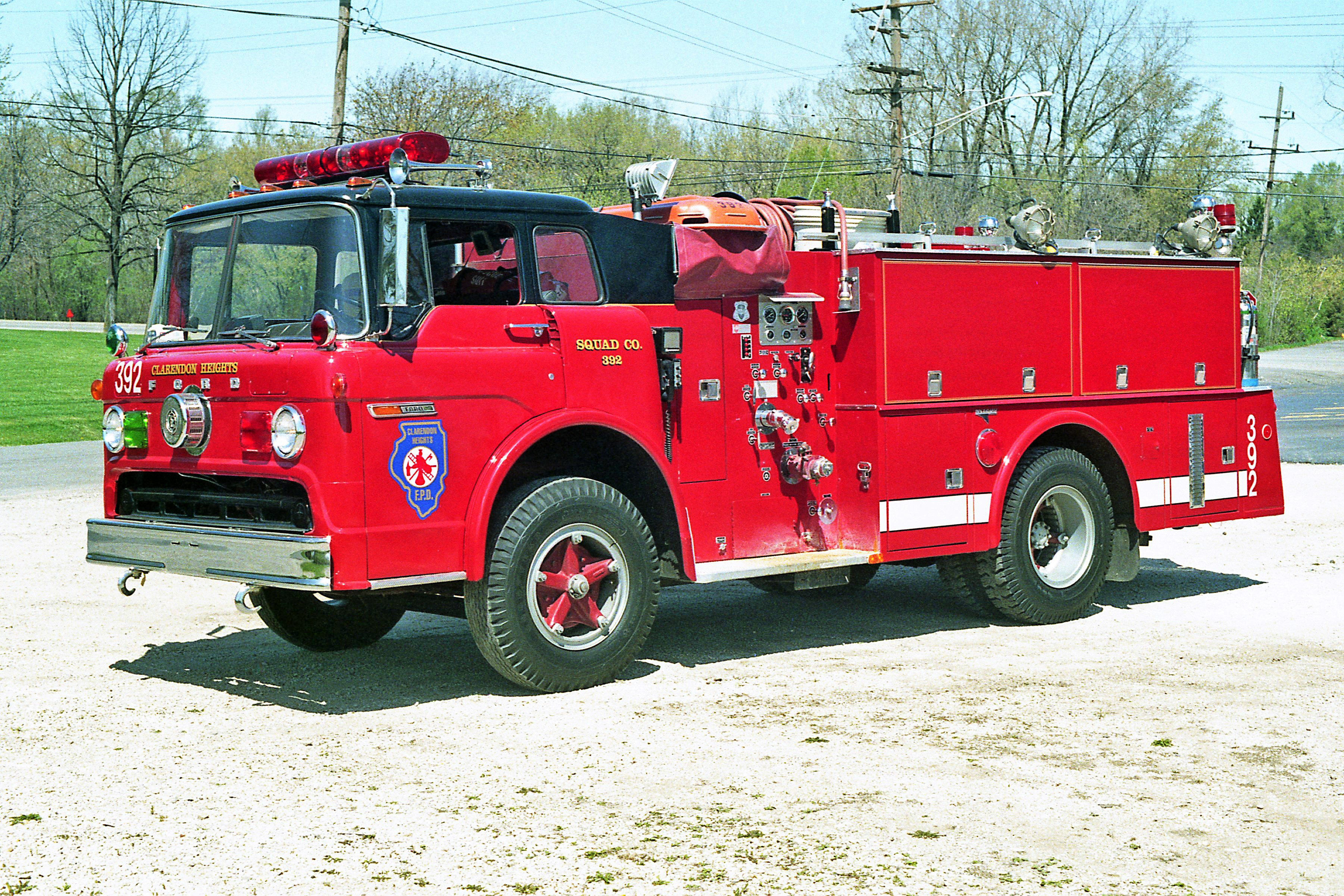 CLARENDON HEIGHTS SQUAD 392 1977 FORD C800 - HOWE 500-300 BLACK ROOF