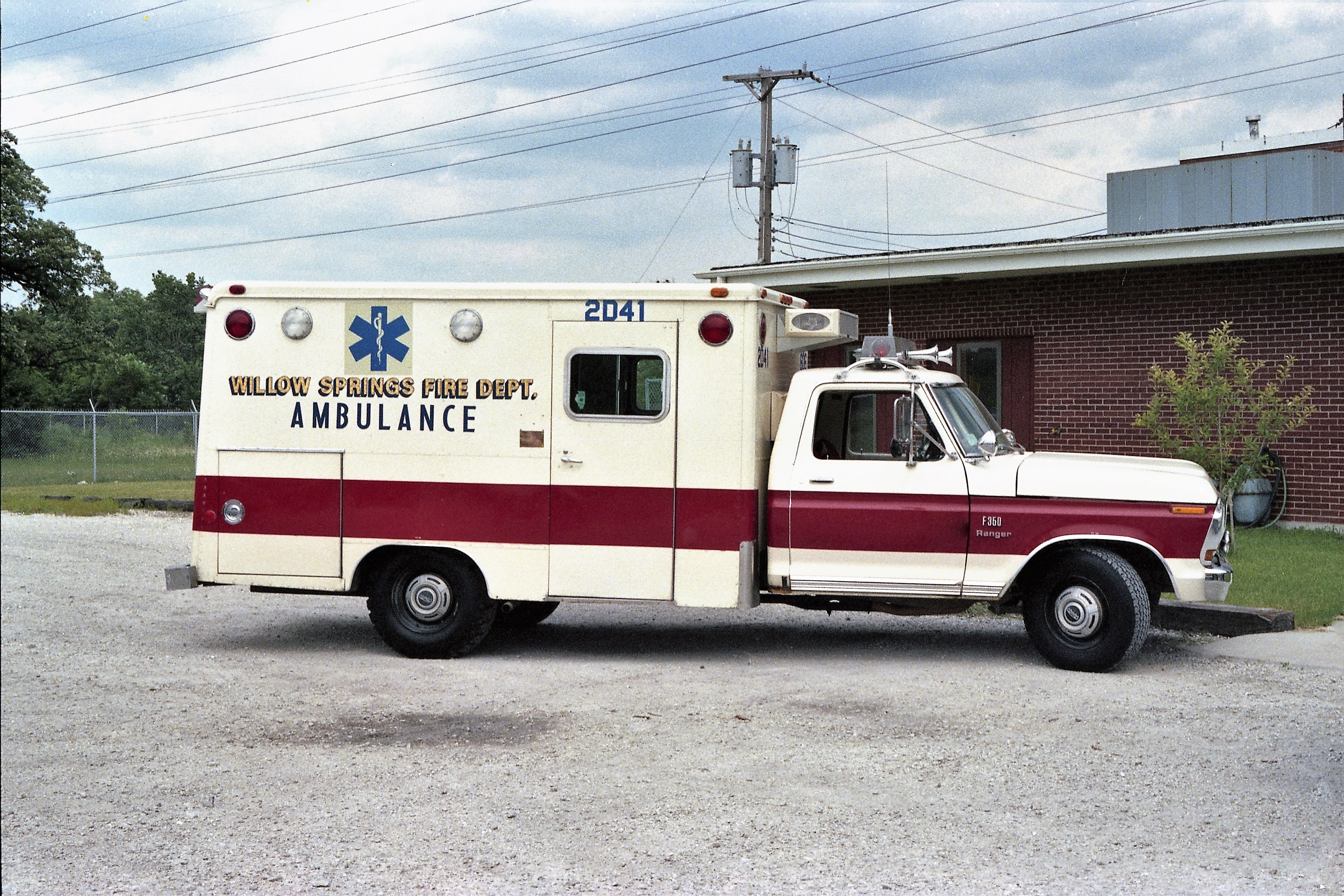 WILLOW SPRINGS AMBULANCE 606 1974 FORD F - MODULAR