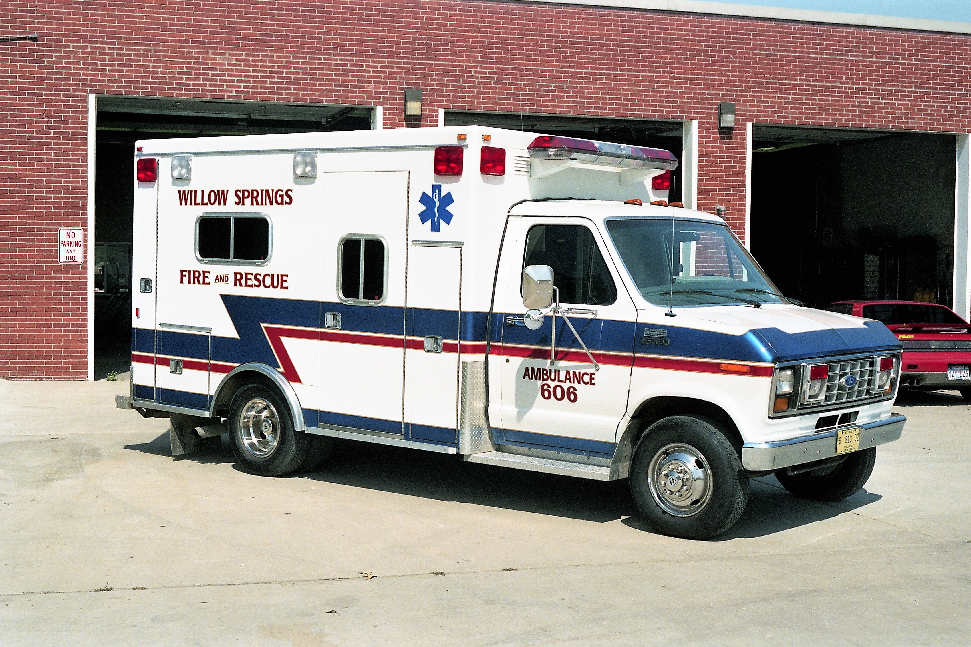 WILLOW SPRINGS AMBULANCE 606 1991 FORD E350 - ROAD RESCUE